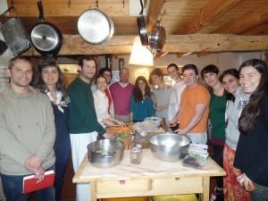 Culinária e Nutrição Ayurvédica - alunos e o professor Joaquim Jorge (ao centro)